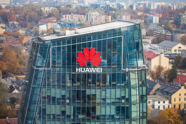 Huawei company headquarters in Vilnius, Lithuania Vilnius, Lithuania - October 16, 2018: Huawei logo on a building in Vilnius. Huawei is a Chinese multinational networking and telecommunications equipment and services company. huawei stock pictures, royalty-free photos & images