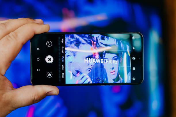 huawei p30 lite - huawei foto e immagini stock