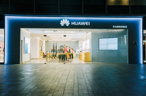 Huawei retail store in Chengdu Chengdu, Sichuan / China - March 19,  2019: Huawei retail store in Chunxi Road, downtown Chengdu. Huawei is experiencing tough global challenge amid China US trade war and challenge by Donald Trump. huawei stock pictures, royalty-free photos & images