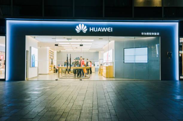 huawei retail store in chengdu - huawei foto e immagini stock