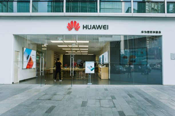Huawei retail store in Chengdu Chengdu, Sichuan / China - May 22,  2019: Huawei retail store in Chunxi Road, downtown Chengdu. Huawei is experiencing tough global challenge amid China US trade war and challenge by Donald Trump. huawei stock pictures, royalty-free photos & images