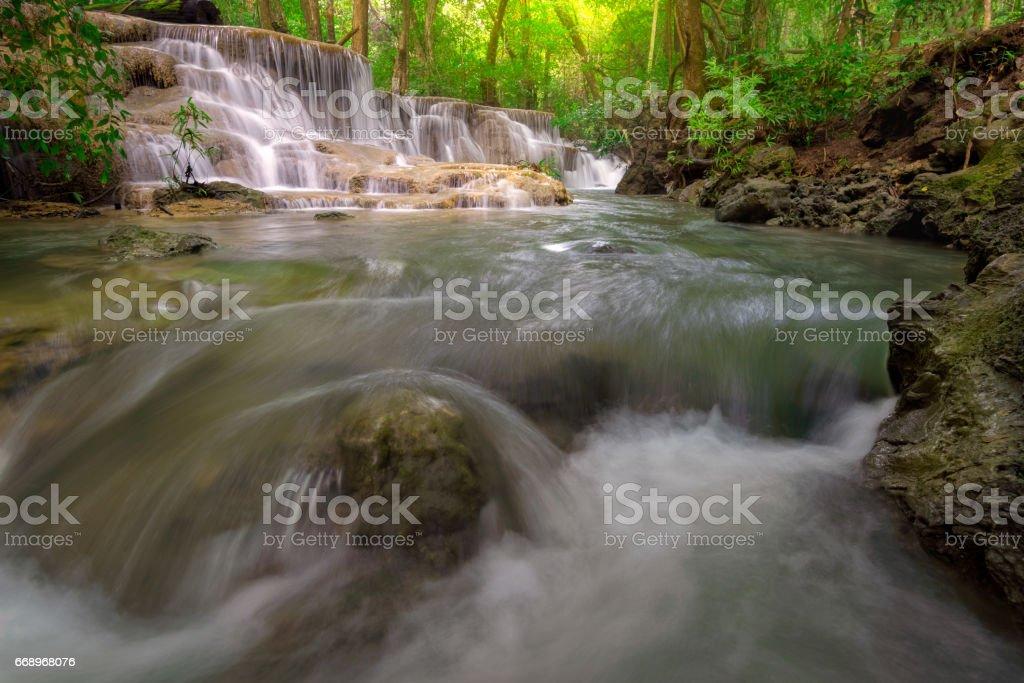 Huay Mae Kamin Waterfall, beautiful waterfall in autumn forest, Kanchanaburi province, Thailand foto stock royalty-free