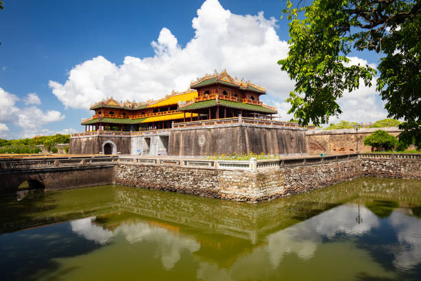 Hue Imperial Citadel The Ngo Mon Meridian Gate south entrance of the UNESCO World Heritage site of Imperial Palace and Citadel in Hue, Vietnam huế stock pictures, royalty-free photos & images