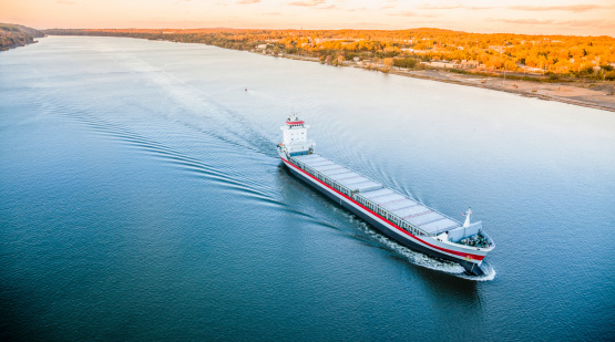 483418977 istock photo Huge cargo ship at the Hudson River 496587807