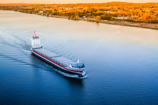 483418977 istock photo Huge cargo ship at the Hudson River 498529299