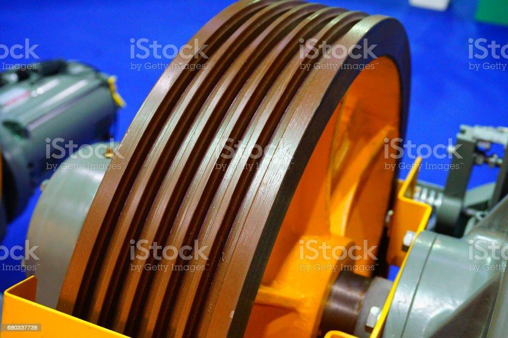 Enorme Motor eléctrico y polea - foto de stock