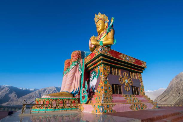 Gran estatua de buda Maitreya en Nubra Valle, Ladakh, India - foto de stock