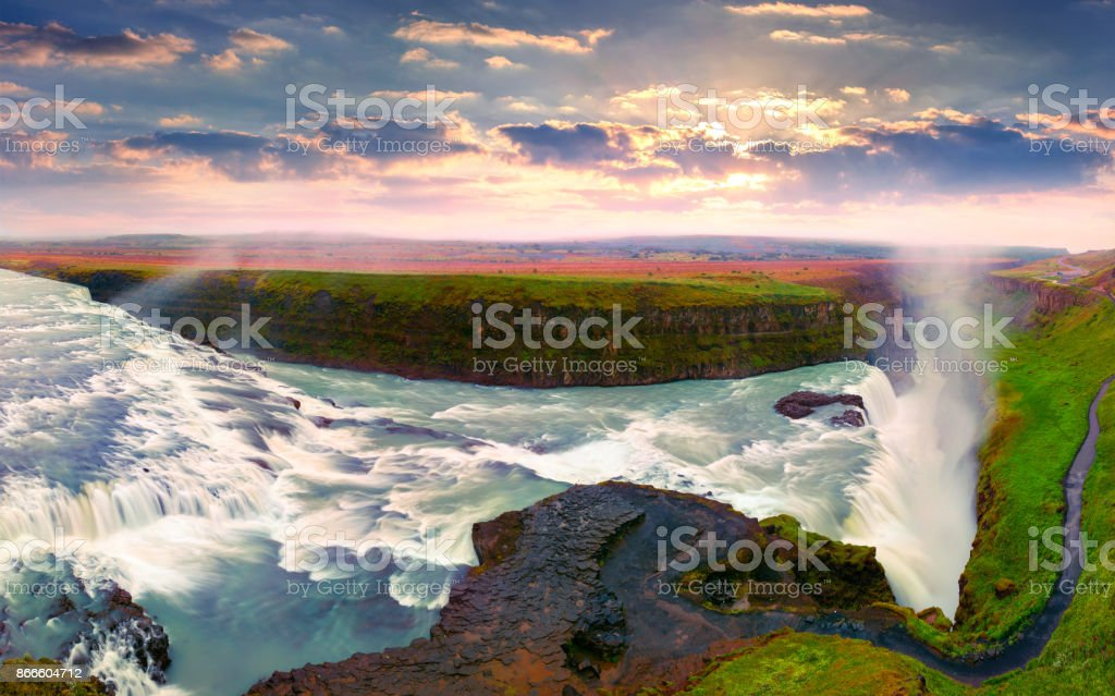 Riesigen Wasserfall Gullfoss im Morgennebel. – Foto