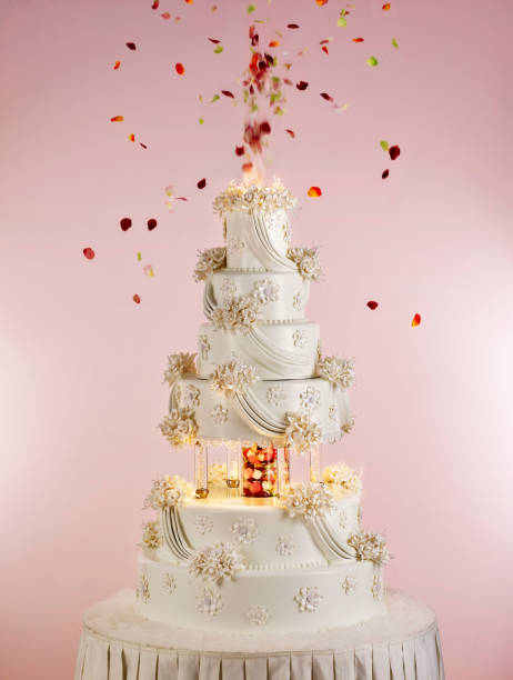 huge wedding cake - intricacy stock pictures, royalty-free photos & images