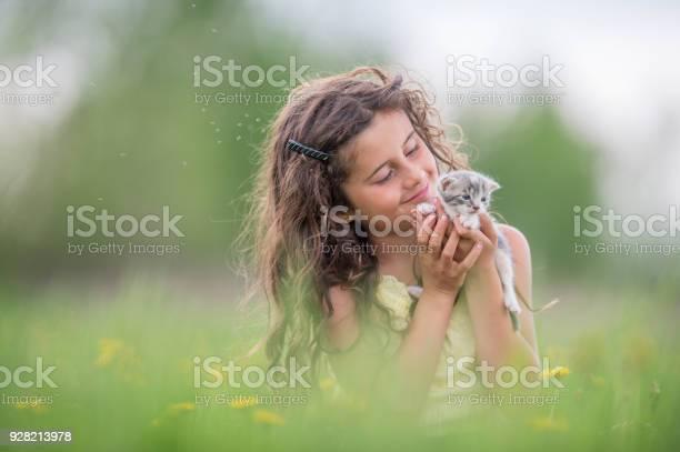 Hugging a kitten picture id928213978?b=1&k=6&m=928213978&s=612x612&h=vhmt1froczfyhn  usuj2cflbwj4xrjksm9lhqayd7q=