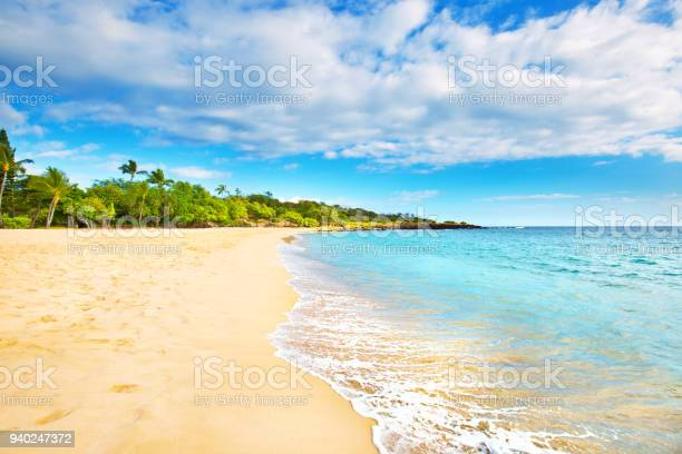 Hulopoe beach of lanai island in hawaii picture id940247372?b=1&k=6&m=940247372&s=612x612&h=6mud24enweioqsfl7kj4ocdsol4bnkdiofnq1k2gxiy=