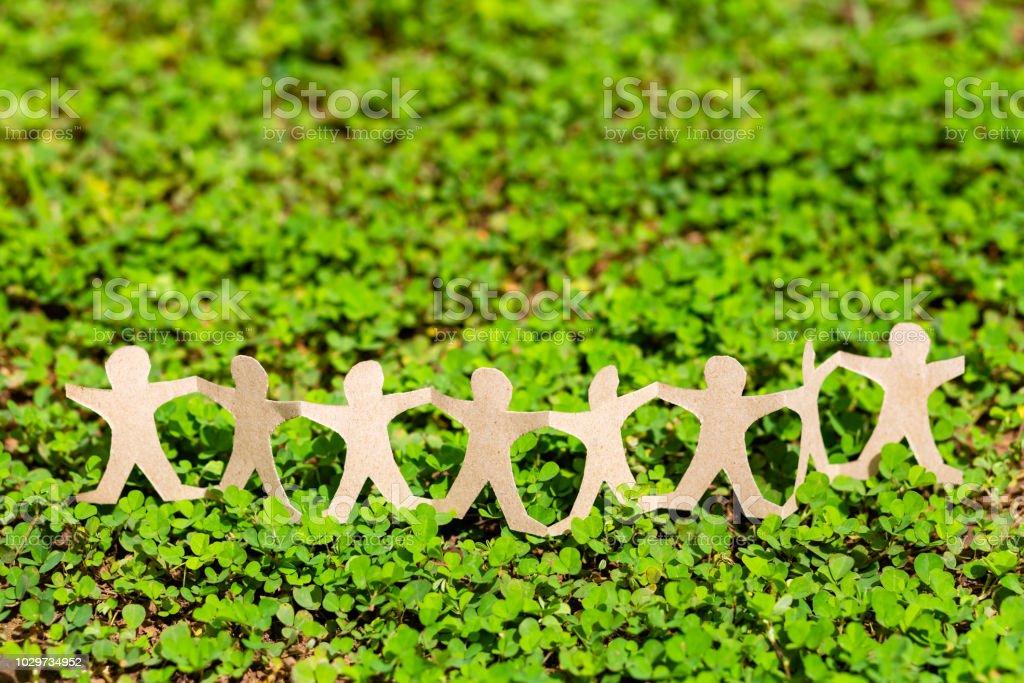 Menschenkette auf Grünpflanze – Foto