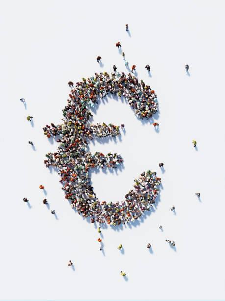 menschliche masse bilden ein euro-symbol: euro und crowdfunding-konzept - euro symbol stock-fotos und bilder
