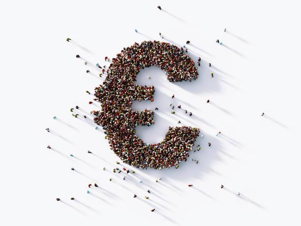 human crowd formt ein euro-symbol - europäische währung stock-fotos und bilder