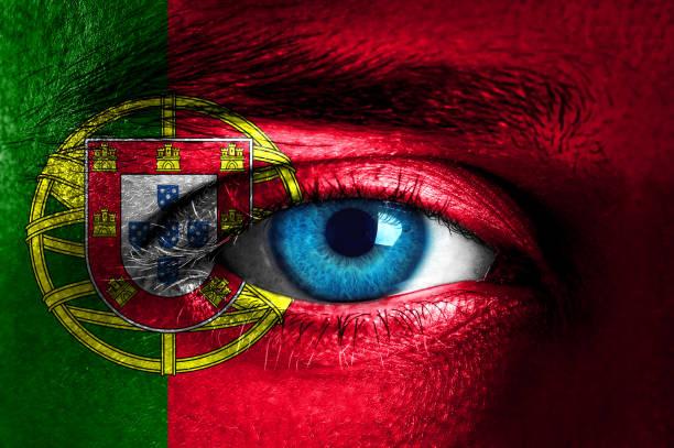 mänskligt ansikte målat med portugals flagga - football portugal flag bildbanksfoton och bilder