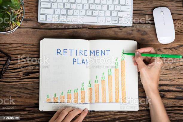 Human Hand Drawing Retirement Plan Growth Concept - Fotografias de stock e mais imagens de 40 quilómetros
