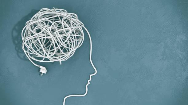 ludzka głowa z splątanymi drutami - przewód składnik elektryczny zdjęcia i obrazy z banku zdjęć