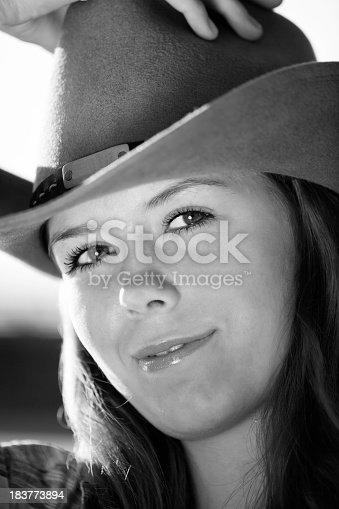 9c776fef1bb istock Humanos en la naturaleza  Vaquera   sombrero de 10 litros 183773894