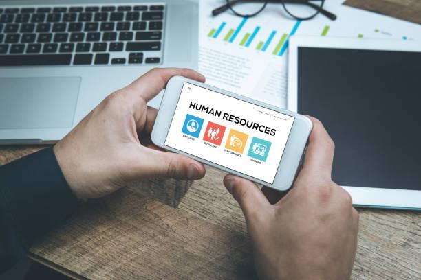 human resources-konzept auf smartphone-bildschirm - leiterdisplay stock-fotos und bilder