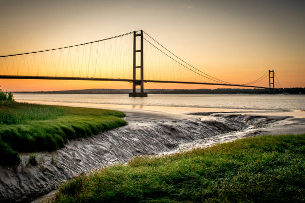 humber bridge at low tide - hull stock pictures, royalty-free photos & images