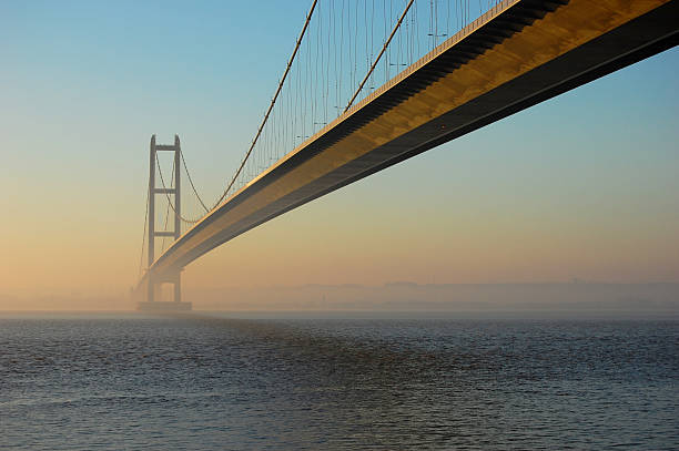 humber bridge at twilight - hull stock pictures, royalty-free photos & images