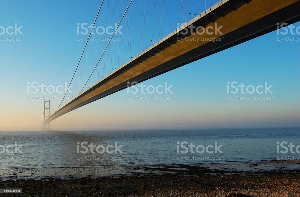 Humber Bridge no crepúsculo foto royalty-free