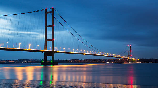 humber bridge - slow shutter - hull stock pictures, royalty-free photos & images