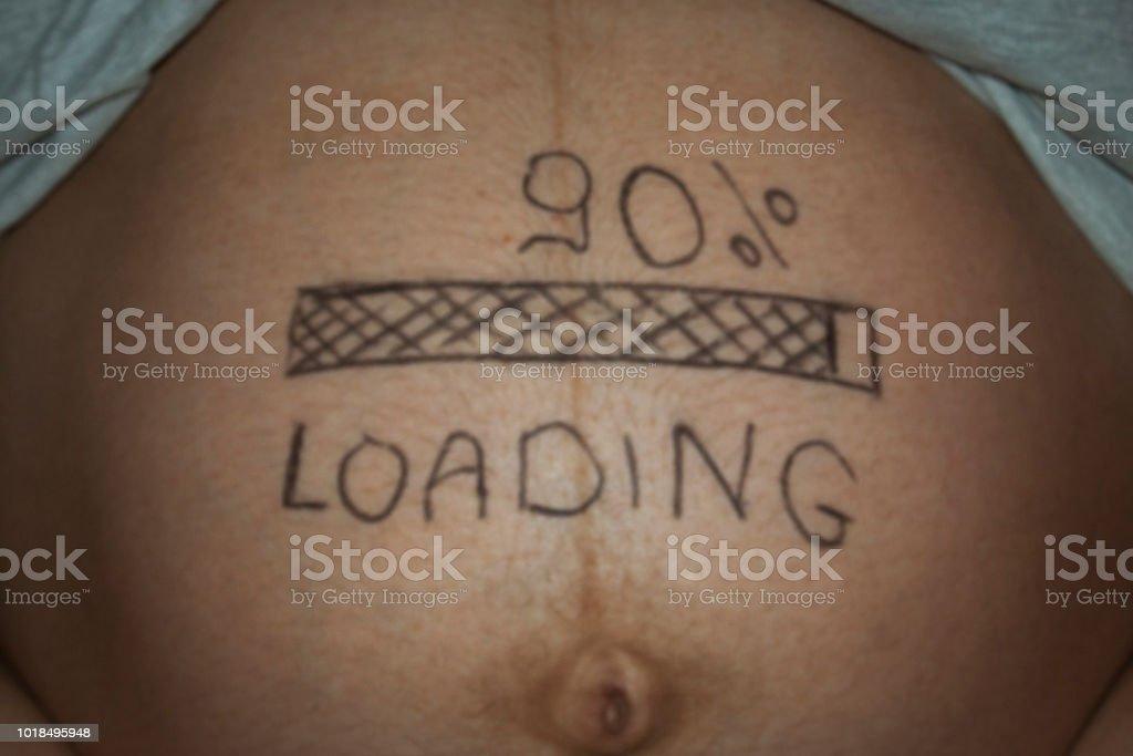 Humor-Foto der Bauch während der Schwangerschaft – Foto