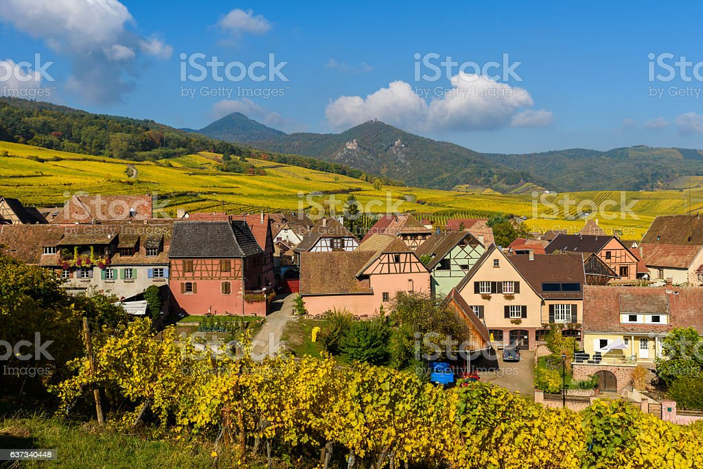 Hunawihr - small village in vineyards of alsace - france - foto stock