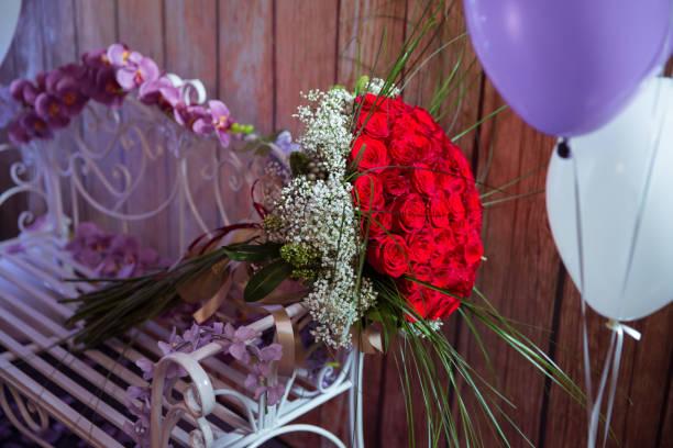 Hundred red roses on a purple background a bouquet of flowers bouquet picture id927474596?b=1&k=6&m=927474596&s=612x612&w=0&h=jvsm5ps62mre4pkmtoarmvw5savmrz9pxwazko9r bs=