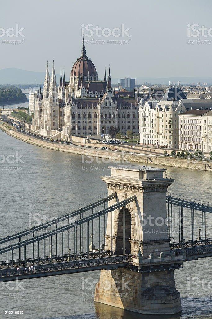 Húngaro o Parlamento e a Ponte Chain foto royalty-free