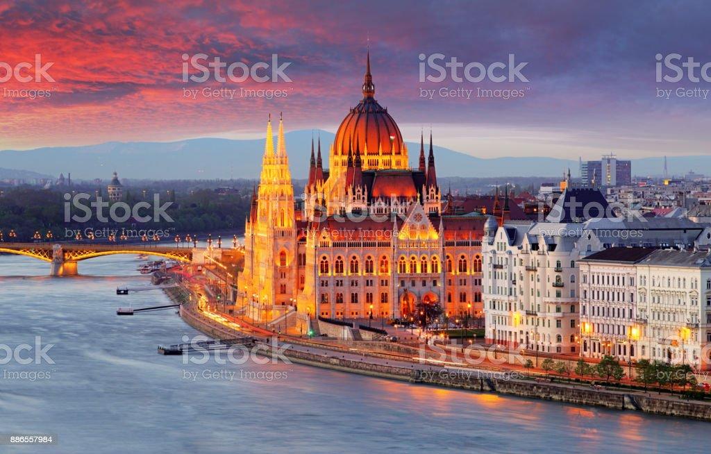 Hongaarse Parlement, Budapest bij zonsondergang foto