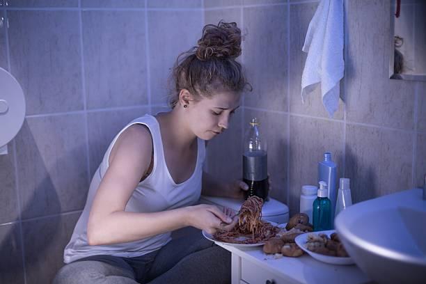 Fome bulímica adolescente - foto de acervo