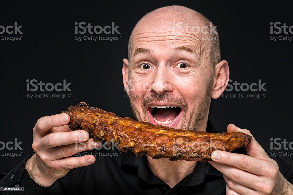 Faim homme avec côtes levées - Photo
