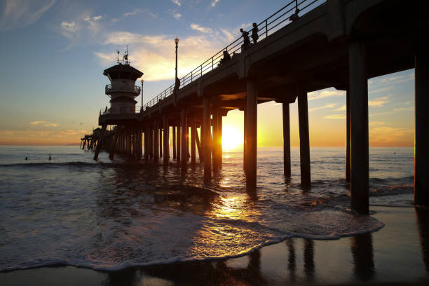 Huntington Beach Pier at Sunset Huntington Beach Pier at Sunset jude beck stock pictures, royalty-free photos & images
