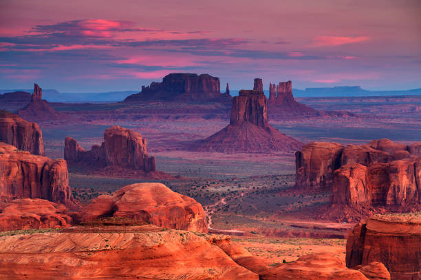 mesa jaagt navajo tribal majesteit plaats in de buurt van monument valley, arizona, verenigde staten - natuurreservaat stockfoto's en -beelden