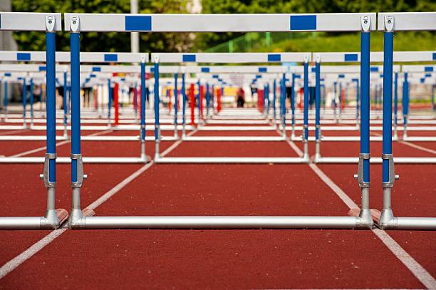 Obstáculos pronto para corrida - foto de acervo