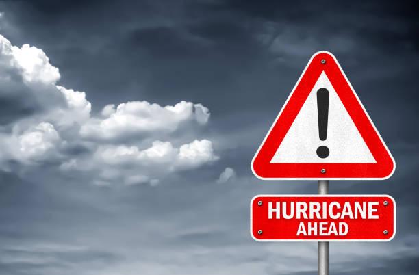 Hurrikan voraus - Warnung vor Verkehrszeichen – Foto
