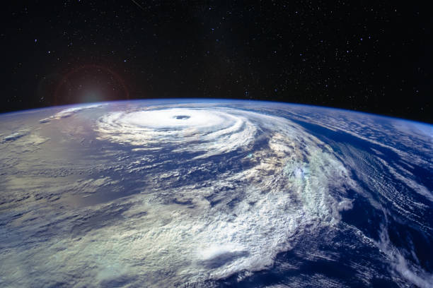 우주 정거장에서 본 미국 해안 가까이 atlantics 위에 태풍 피렌체 카테고리 4 허리케인의 벌어진 눈입니다. nasa에서 제공 하는이 이미지의 요소입니다. - 기후 묘사 뉴스 사진 이미지