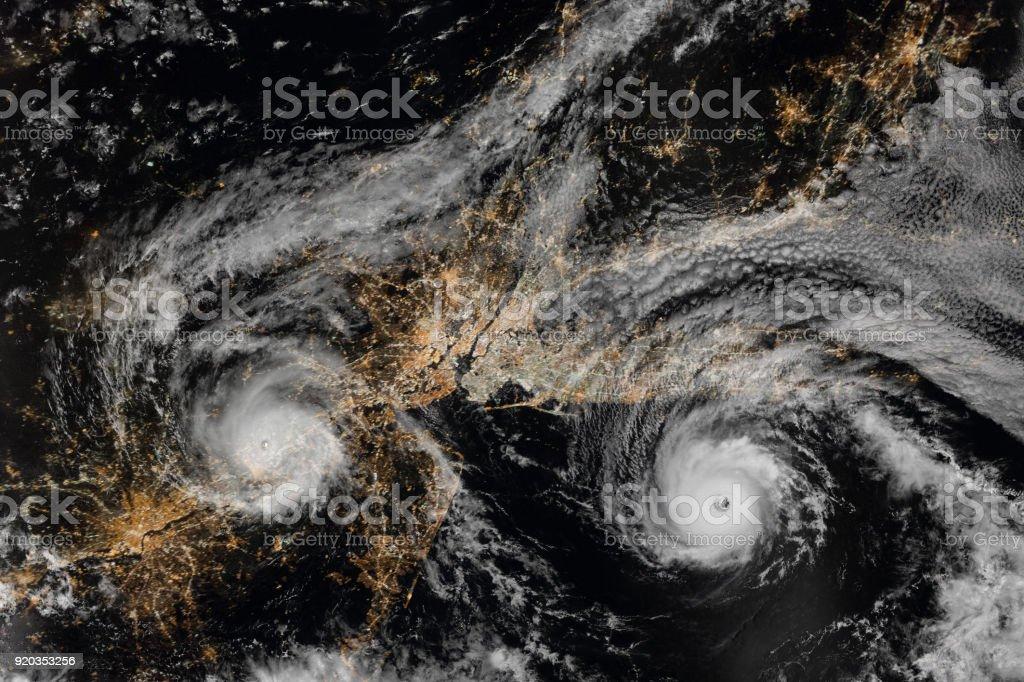Hurrikan über den Nordosten der Vereinigten Staaten in der Nacht. New York City und Newark, New Jersey. Long Island. Luftaufnahme. Elemente des Bildes von der NASA eingerichtet. – Foto