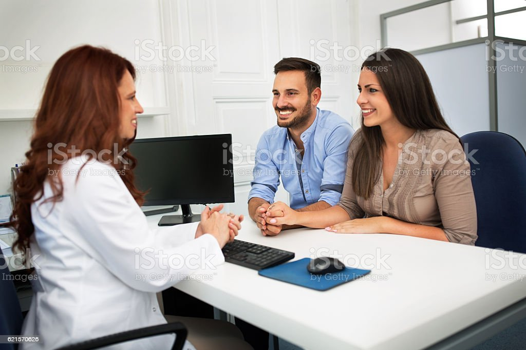 Husband and wife in a clinic photo libre de droits