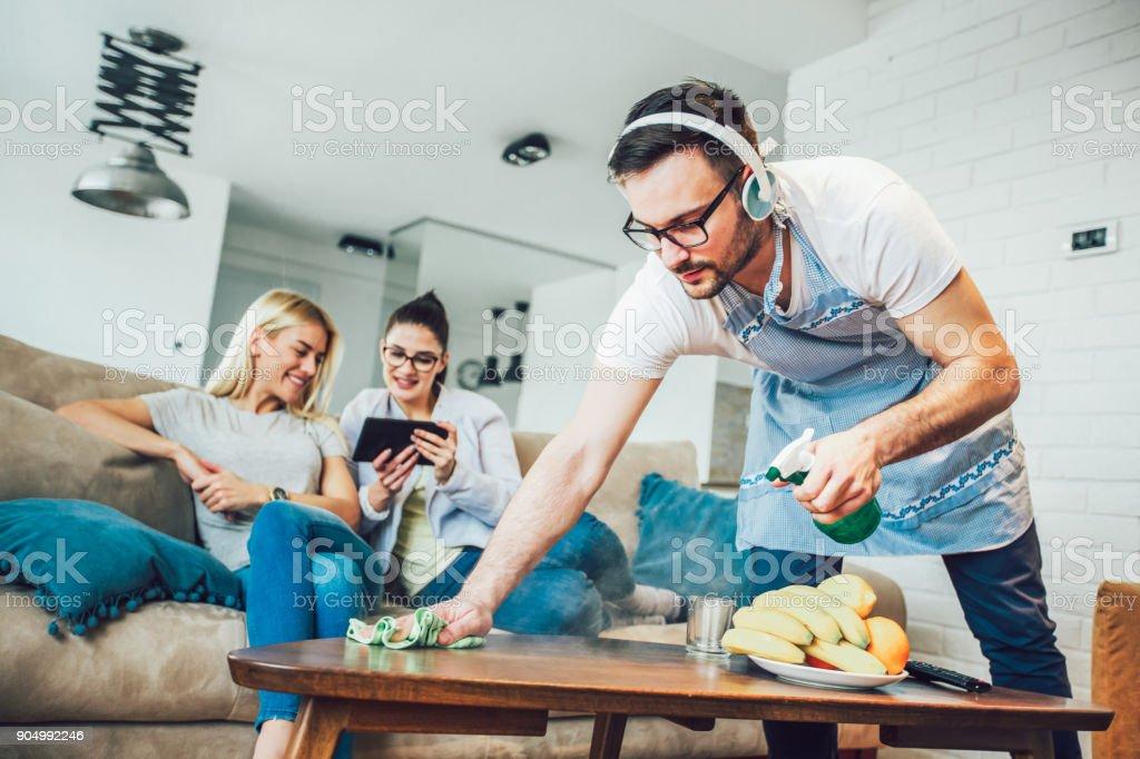 夫の家事、概念をクリーニング ストックフォト