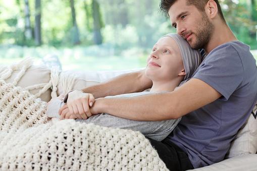 Husband Hugging His Wife - zdjęcia stockowe i więcej obrazów Białaczka