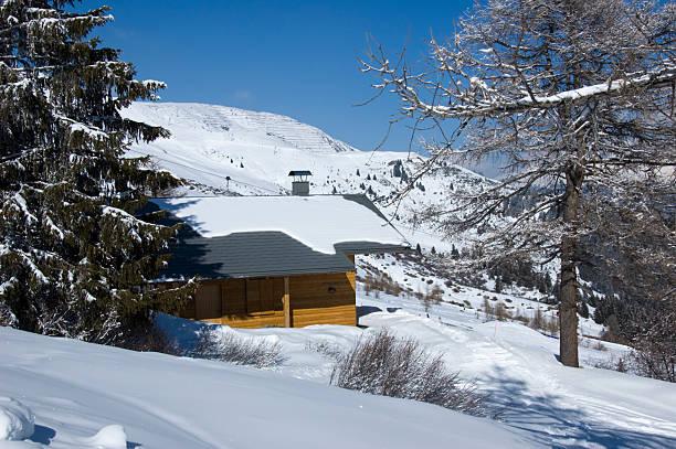 hütte in den alpen - fiss tirol stock-fotos und bilder