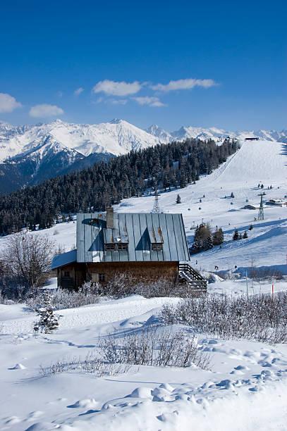 hütte in den österreichischen alpen - fiss tirol stock-fotos und bilder