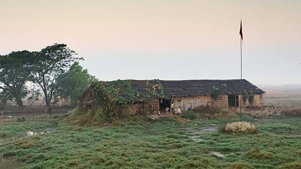 hut myanmar - mülltonnenhäuschen stock-fotos und bilder