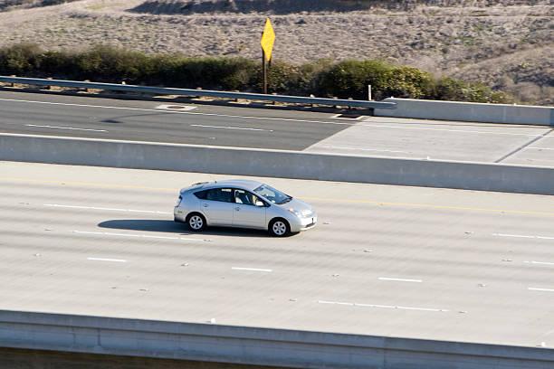 hybrid car (silber - hecktürmodell stock-fotos und bilder