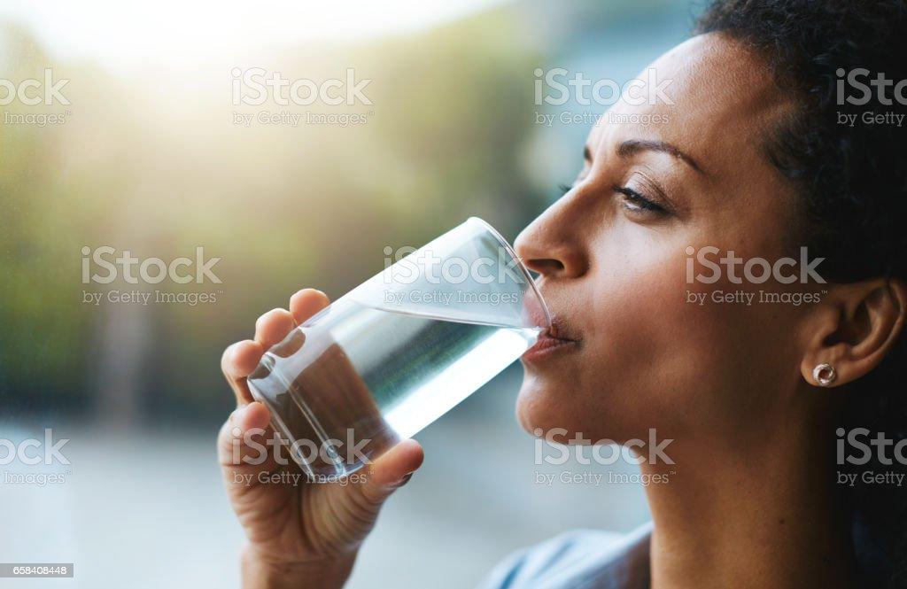 Hydratatie is haar schoonheid geheim - Royalty-free Alleen volwassenen Stockfoto