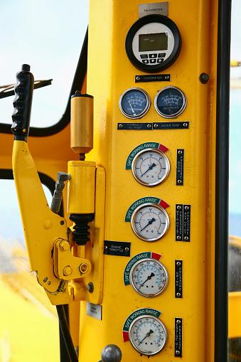 istock Hydraulic load indicator in control room, Gauge display 585525280