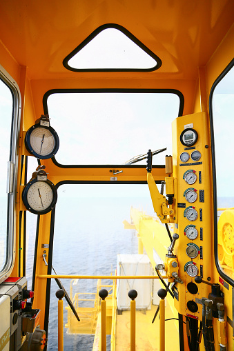 istock Hydraulic load indicator in control room, Gauge display 585525520